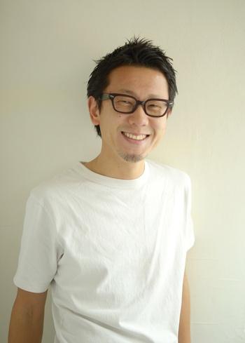 Vicke 代表  -----------------------------------------------------------------------------------------------------小柳 光弘  MITSUHIRO KOYANAGI